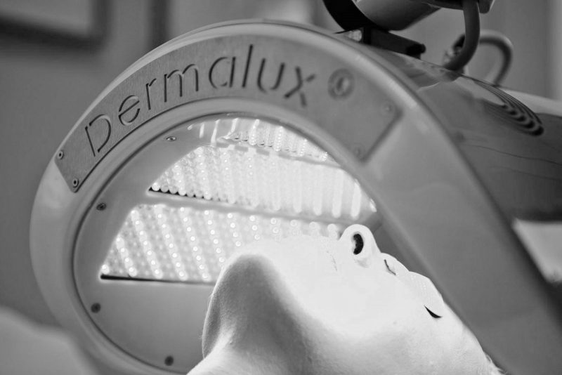 dermalux-led-light-therapy-treament